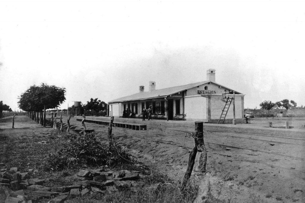 Estación de Lomas de Zamora, vista desde la actual calle Fonrouge y las vías (1870)