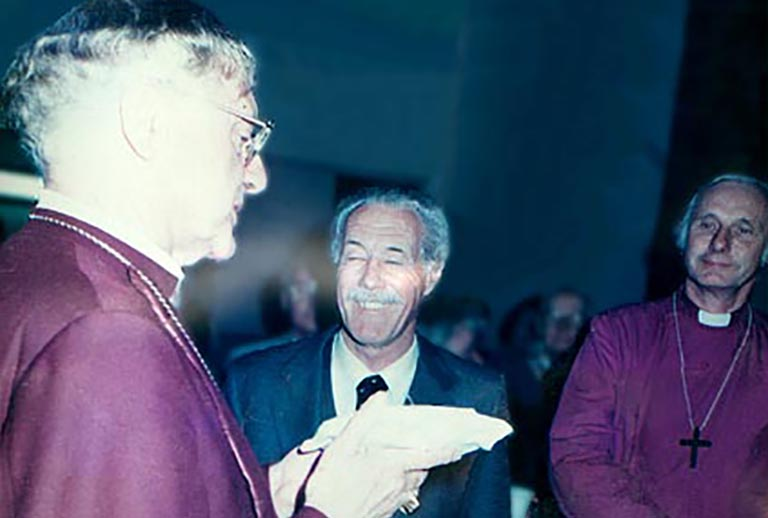 El Arzobispo de Canterbury (Primado de la Iglesia de Inglaterra) de visita al Colegio  junto a John R. Vibart OBE y al Obispo David Leake CBE